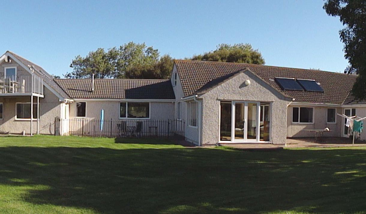 Panoramic rear view of the Beg and House