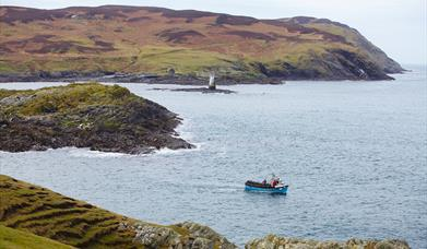 Boat returning from the Calf of Man